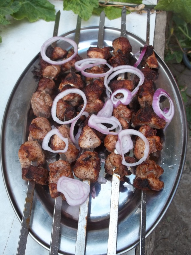 Barbecue Pork with Red Onion