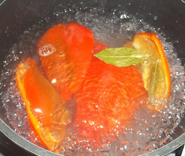 boiling-peppers-for-sweet-peppers-with-walnuts-recipe