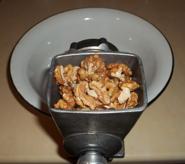 grind-walnuts-for-sweet-peppers-with-walnuts-recipe