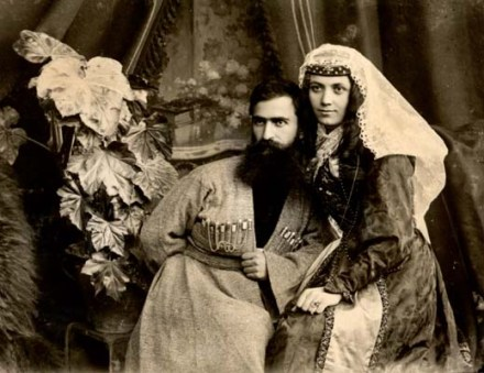 Vasil Roinashvili with his wife (1905)