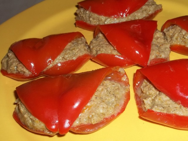 sweet-peppers-with-walnuts-recipe
