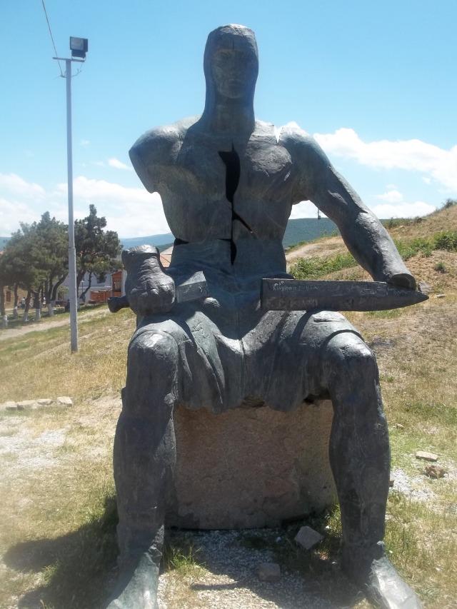 Memorial of Georgian Warrior Heroes by the Gori Fortress 10