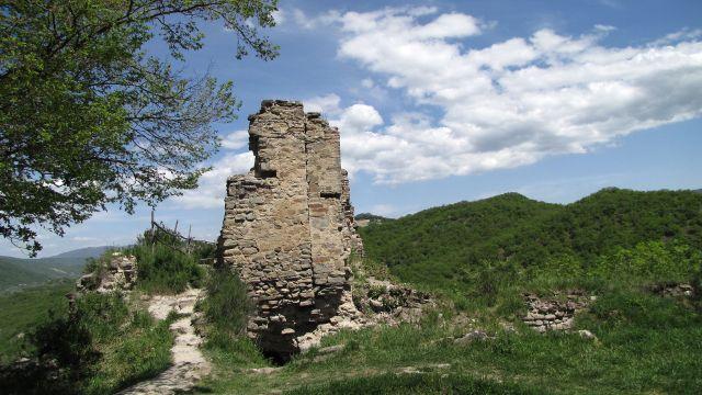 Ujarma Fortress. Photo by Jonathan Cardy, via Wikimedia Commons.