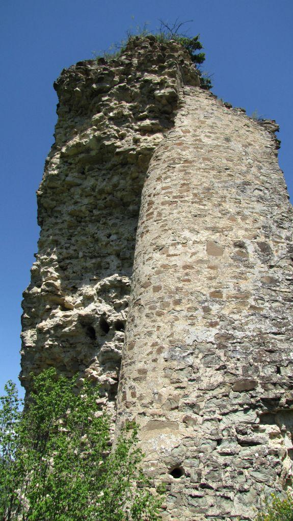 Torre en Ujarma Fortaleza. Foto de Jonathan Cardy, via Wikimedia Commons.