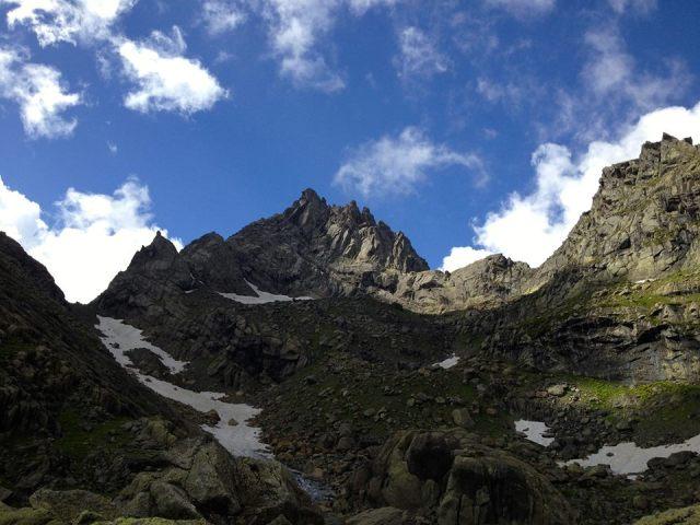 Mountains in the vicinity of Lake Tobavarchkhili. Photo by Goga Khachidze.