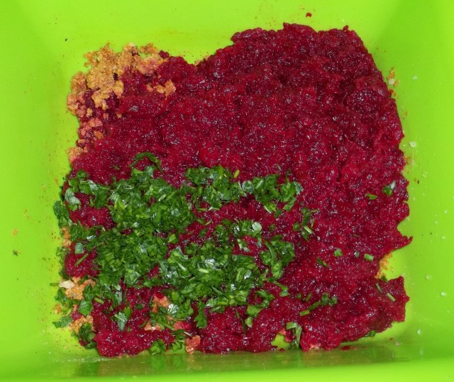 Ground Beetroot for Beetroot Fkhali with Nuts Recipe