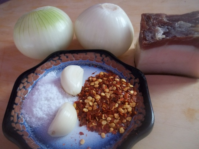 ingredients-for-lobio-with-fried-ham