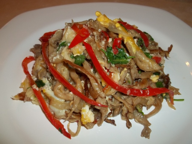 oyster-mushrooms-with-eggs