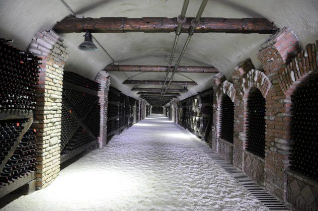 Túnel en Kvareli Gvirabi. Foto cortesía de la Bodega Khareba