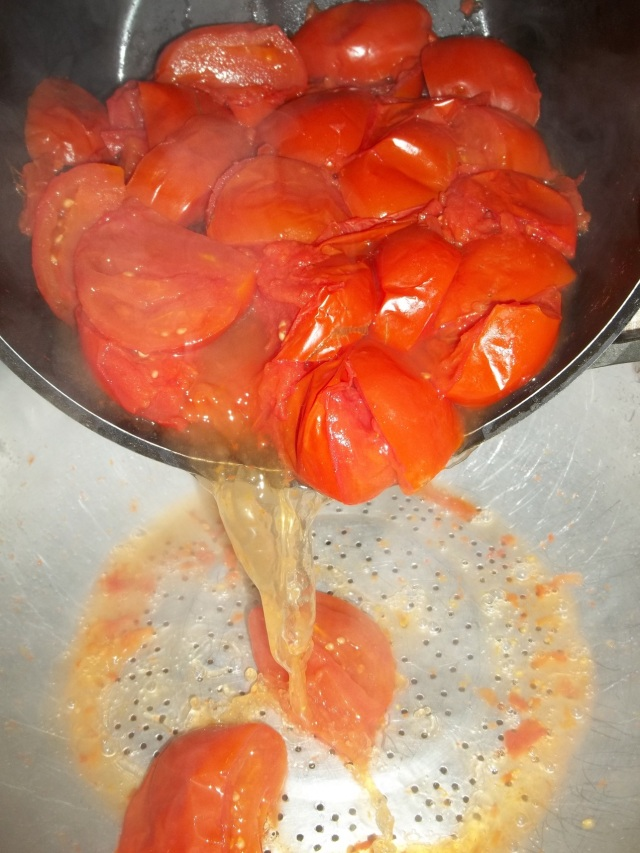 draining-cooked-tomatoes