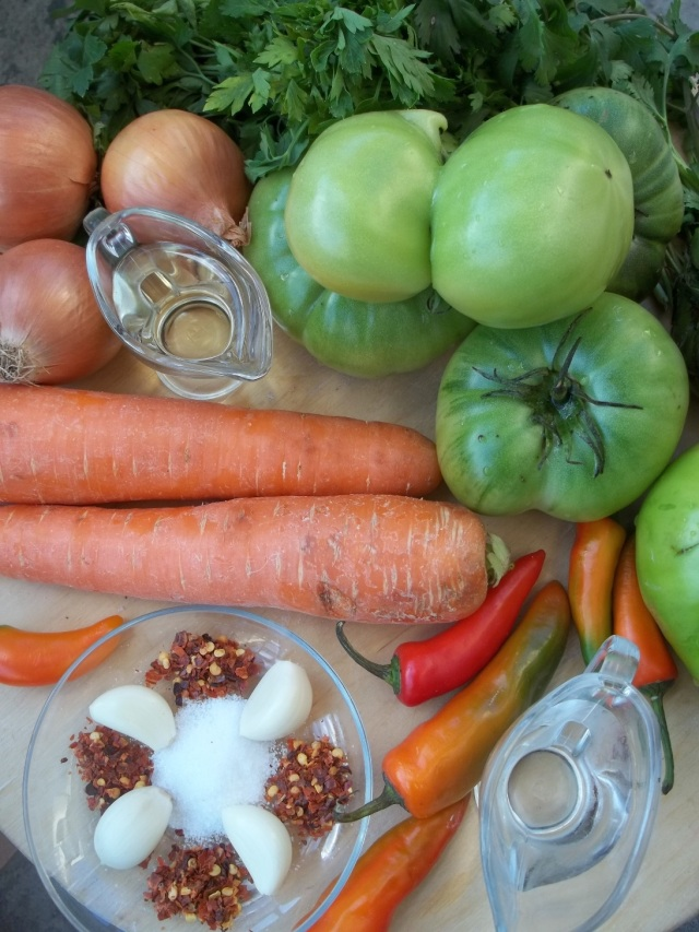 Ingredients for Green Tomatoes with Onion and Carrot