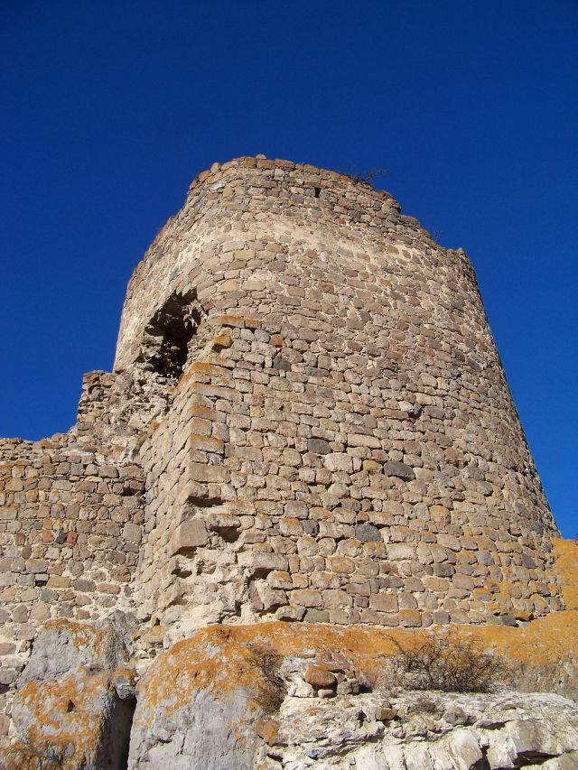 A Tower at Atskuri Fortress. Photo by ჯაბა ლაბაძე, via Wikimedia Commons.