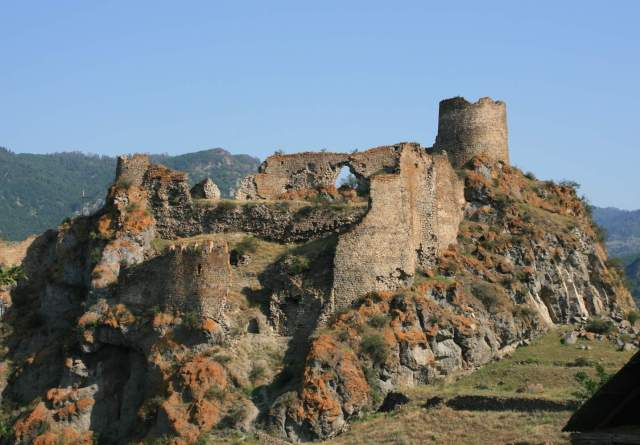 Atskuri Fortress. Photo by travelgeorgia.ru, via Wikimedia Commons.