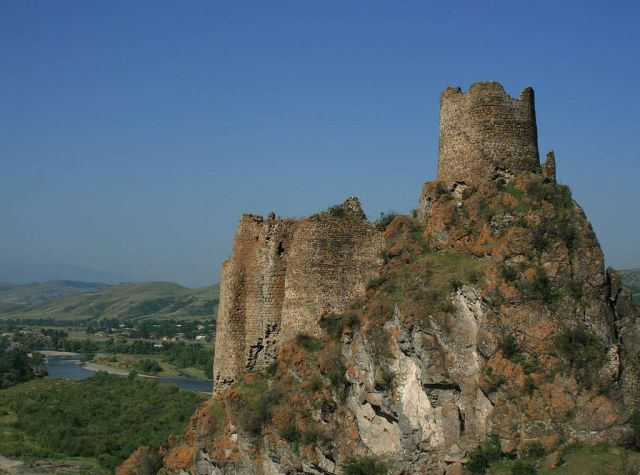 Atskuri Fortress. Photo by travelgeorgia.ru, via Wikimedia Commons.