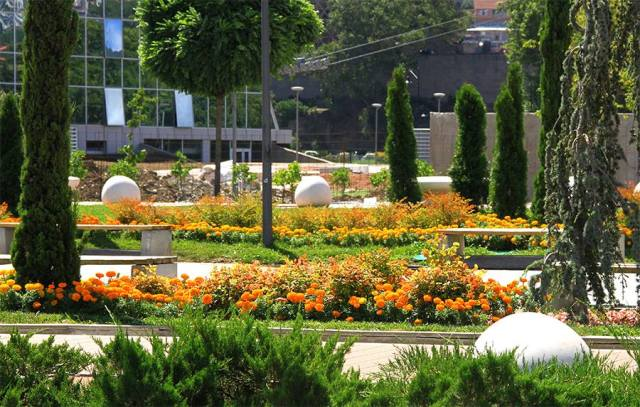 Colorful gardens in Rike Park. Photo courtesy of Tbilisi Government