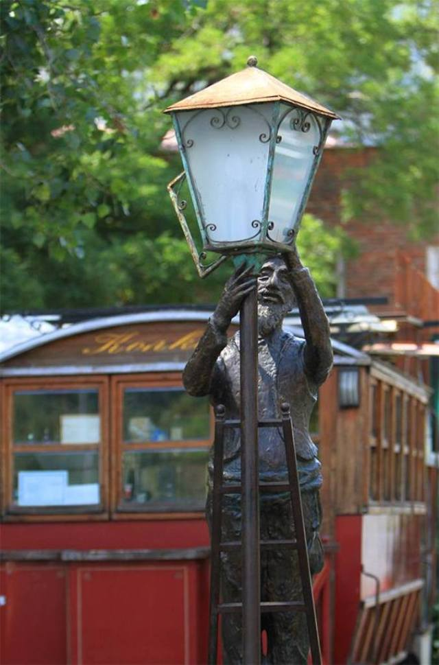 Lamplighter by Irakli Tsuladze. Photo courtesy of Tbilisi Government.