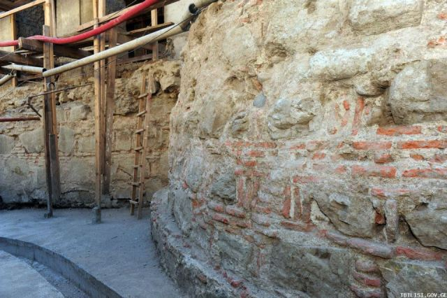 Old Tbilisi City Wall Discovered in Puskin Street