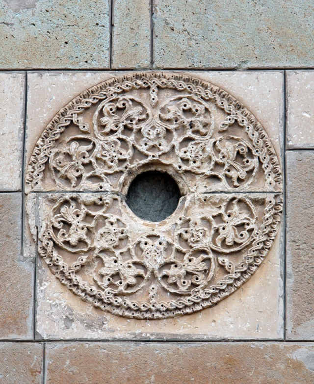 Ornamented Rosette on the Southern Facade of Samtavisi Cathedral. Photo by Dror Maayan