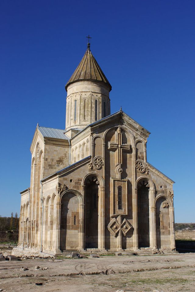 Samtavisi Cathedral. Photo by George Mel via Wikimedia Commons
