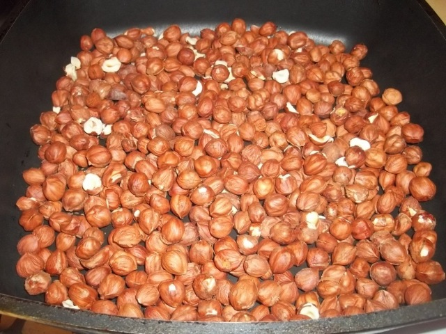 Heating Hazelnuts - Copy