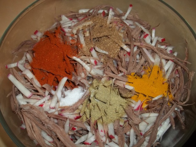 Adding Spices to Shredded Beef and Radish - Copy