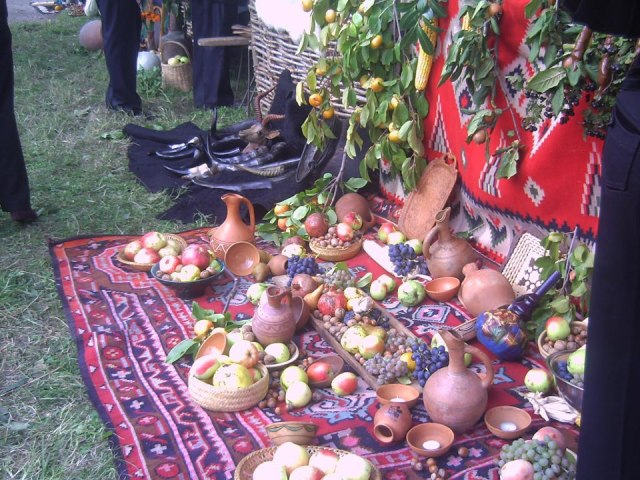 Display of earthenware and Georgian fruit at the Bidzinaoba Festival