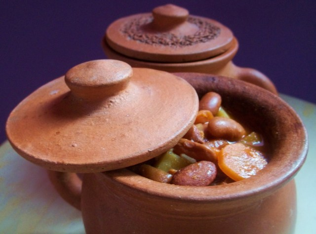 Lobio Soup in Serving Pot - Copy