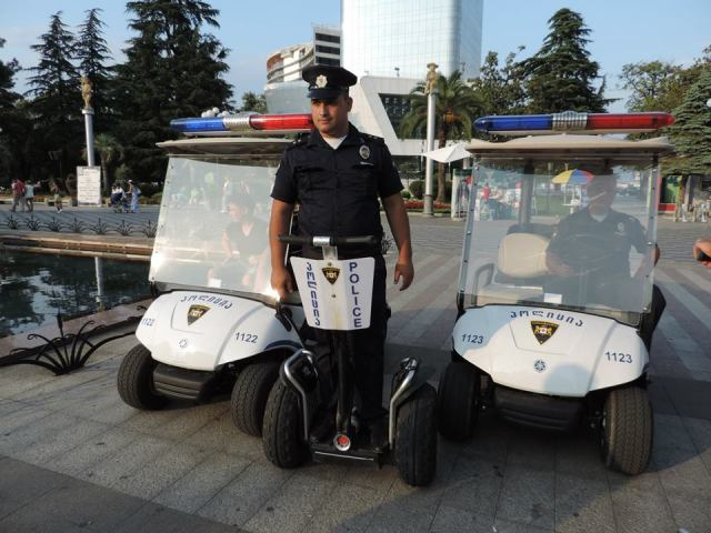 The two types of electric patrol vehicles