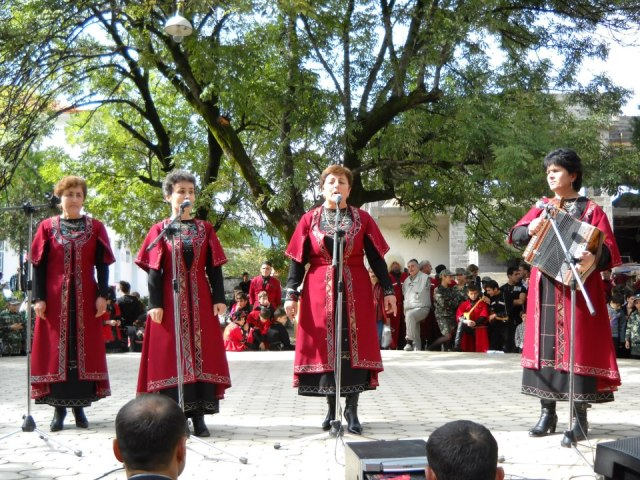 Traditional singing at the Bidzinaoba Festival
