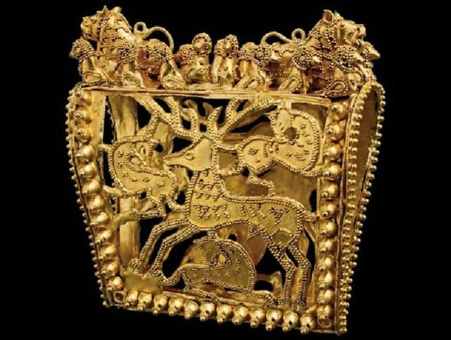 Openwork gold clip for a headdress circa 350-300 B.C.