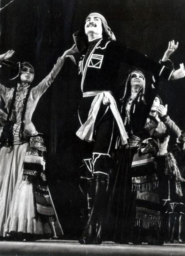Pridon Sulaberidze performing the Acharuli dance