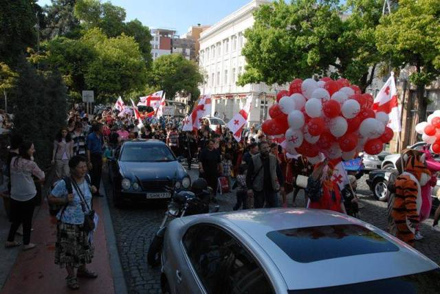 A street procession on Independence Day. Photo courtesy of the Government of Georgia