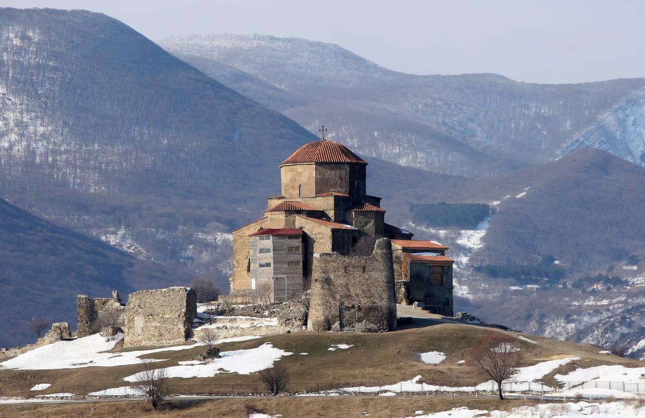 фото монастыря джвари вытирает доску