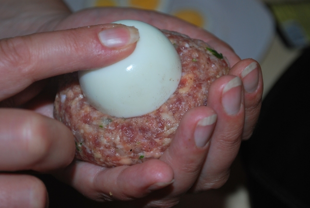 Placing the egg in the minced meat