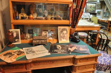 Akhvlediani's desk at the Elene Akhvlediani House-Museum