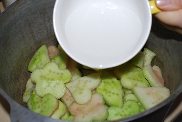 Adding Bicarbonate of Soda to Melons - Copy