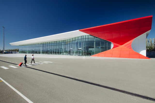 David the Builder Kutaisi International Airport. Photo © nakanimamasakhlisi courtesy of UNStudio