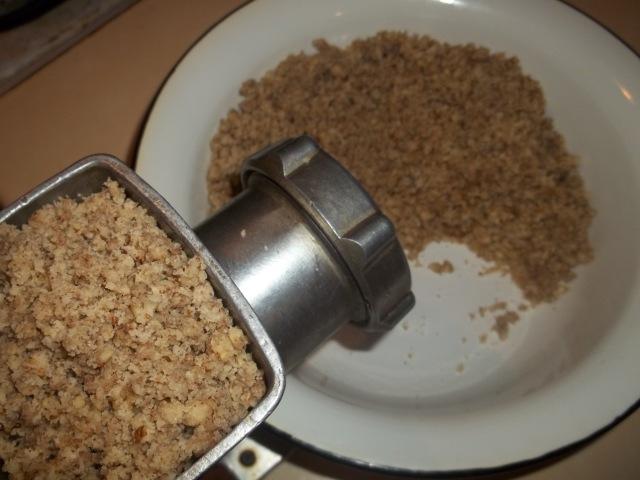 Re-grinding walnuts and garlic