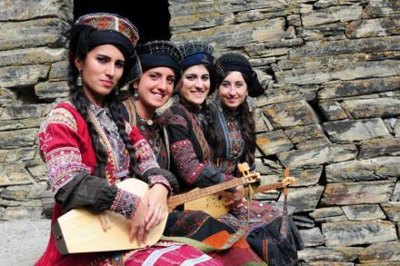 Debi Gogochurebi (Gogochurebi Sisters)