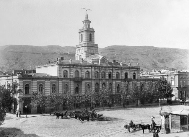 Pashkevich-Erivanskaya Square in the early 20th century. Also known as Erivan (or Erivanskaya)
