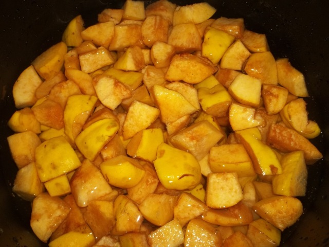 Quince prepared for cooking - Copy
