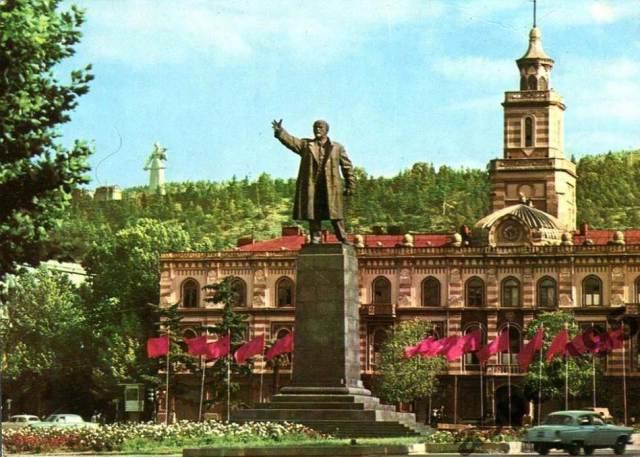 Statue of Lenin in Lenin Square, Tbilisi