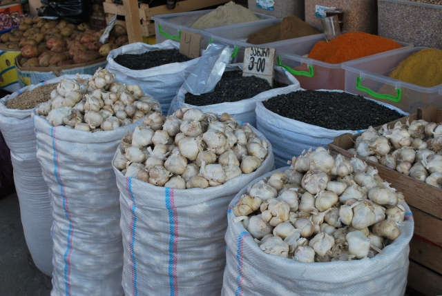 Sacks of garlic at the Dezerter Bazaar