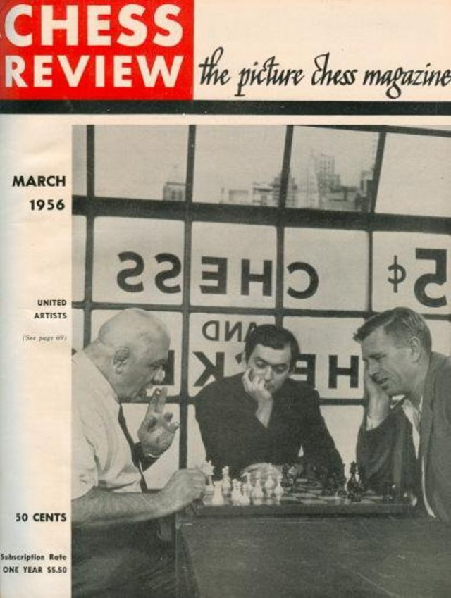Kola Kwariani playing chess with the actor Sterling Hayden, watched by the film director Stanley Kubrick.