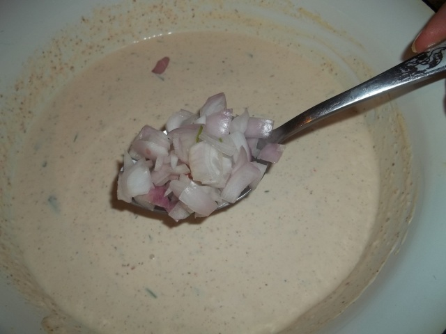 Adding Onions to Mayonnaise Sauce