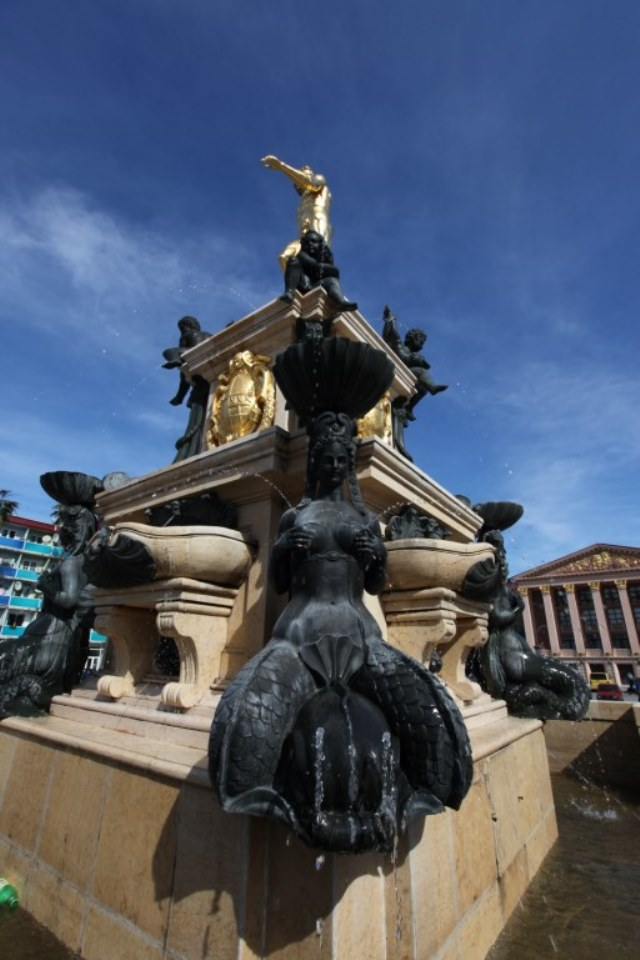 The statue of Neptune is surrounded by a fountain and 4 mermaid figures.