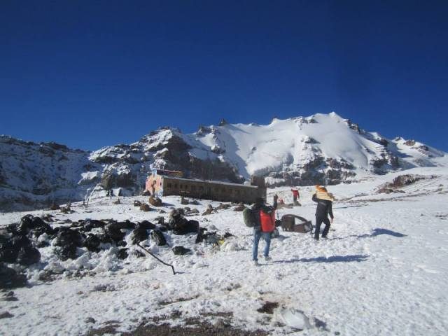 Climbers arriving at Bethlami Hut