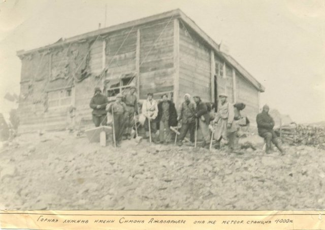 The original wooden hut was named after Simon Japaridze, lost at Tetnulda Summit in 1929.