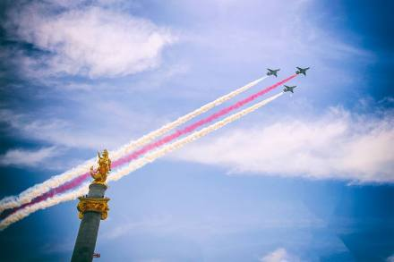 Jets flying over Freedom Square in Tbilisi on Independence Day. Photo by Tbilisi City Hall.