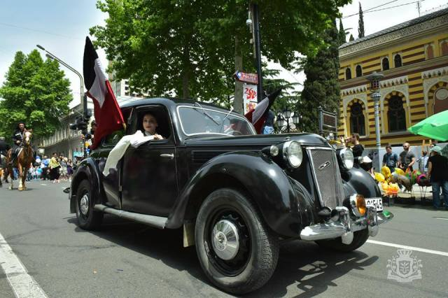 Vintage car parade in Rustaveli Avenue in Tbilisi on Indepence Day. Photo courtesy of Government of Georgia